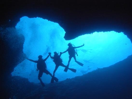 グアム ダイビング魅力 人気のブルーホール